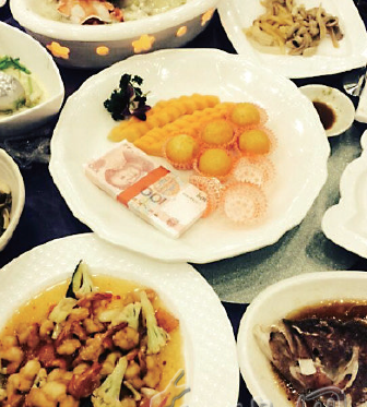 Chinese Rich-hillbilly Treated Guests to Dishes of Cash. The Guests Are Over The Moon - Popteen Magazine - 1.png