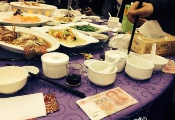 Chinese Rich-hillbilly Treated Guests to Dishes of Cash. The Guests Are Over The Moon - Popteen Magazine - 3.jpg