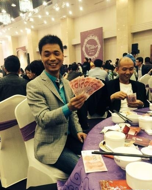 Chinese Rich-hillbilly Treated Guests to Dishes of Cash. The Guests Are Over The Moon - Popteen Magazine - 2.jpg
